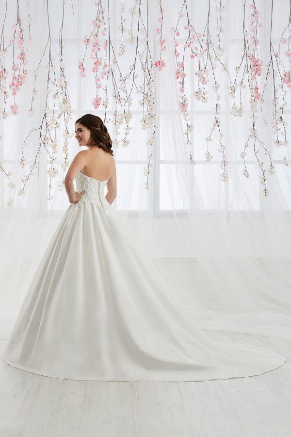 Brautkleider für Mollige in Hamburg